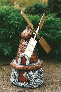 Kvarn detaljmålad (127-D) Vikt: 34 kg Mått (H): 55 cm