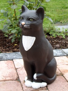 Katt sittande detalj målad (503-D) Vikt: 14 kg Mått (H): 43 cm