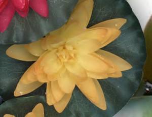 Plast näckros konstgj. gul (60610)