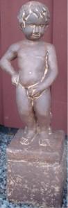 Maneken Pis med sockel o slang  (125-R) Vikt: 32 kg Mått (H): 82 cm